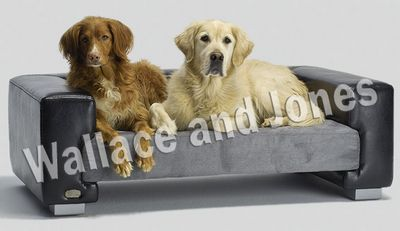 Wallace and Jones Hundesofa Windsor