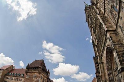 Nassauer Haus und Lorenzkirche
