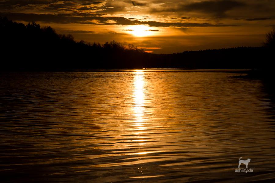 Hochwasser mit Sonnenuntergang